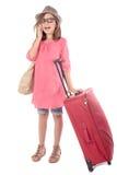 带着一个红色手提箱的小女孩谈话在电话 免版税库存照片