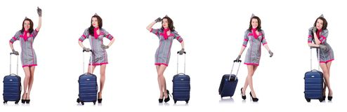 带着在白色隔绝的手提箱的美丽的空中小姐 免版税库存图片
