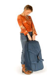 带着手提箱的哀伤的妇女 免版税库存图片