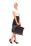 带着手提箱的微笑的空气空中小姐。 免版税库存图片