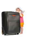 带着行李手提箱的小女婴 免版税图库摄影