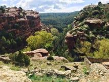 带红色岩石风景  图库摄影