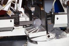 带锯水平的自动切口范围机器 图库摄影