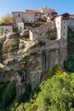 带领入在岩石的修道院修造的楼梯 免版税库存照片