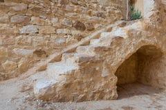 带领圣保罗修道院带状闪长岩,埃及的老楼梯 免版税库存图片