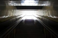 带领在具体pedestri地铁外面的台阶 库存照片