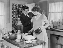 帮助在厨房里(所有人被描述不更长生存,并且庄园不存在 供应商保单将没有m 免版税图库摄影