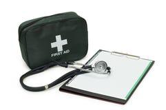 帮助第一个工具箱填充听诊器 库存照片
