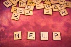 帮助-字母表木信件概念 库存照片