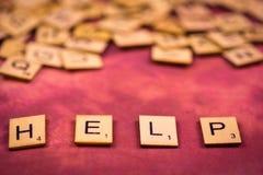 帮助-字母表木信件概念 免版税库存照片