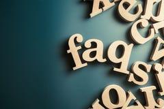 常见问题解答木头字母表 免版税库存图片