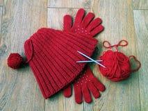 帽子、手套和毛线 免版税库存照片