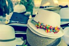 帽子供给游人 免版税库存图片