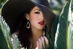 帽子俏丽的妇女 免版税图库摄影