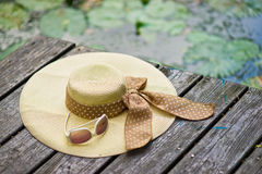 帽子和太阳镜 库存照片