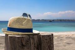帽子和太阳镜 免版税图库摄影