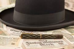 帽子和笔 免版税库存照片