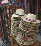 帽子在危地马拉市场上 免版税库存照片