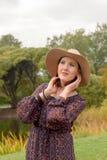 帽子白人妇女年轻人 免版税图库摄影