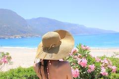 帽子的一名妇女 免版税库存照片