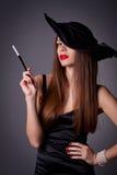 帽子的妇女有香烟的 图库摄影