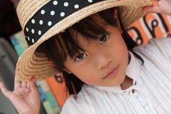 戴帽子的小女孩画象 库存图片