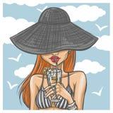 帽子的性感的女孩喝鸡尾酒 免版税库存照片