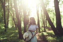 帽子的秀丽女孩 免版税库存照片