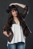 帽子纵向妇女年轻人 免版税库存图片