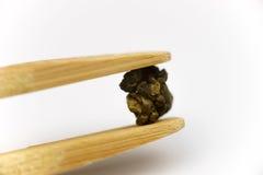 干中国茶叶有白色背景 免版税库存图片