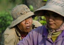 干丹省、柬埔寨- 2013年12月31日-女性和男性 免版税图库摄影
