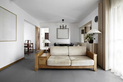 干净和典雅的家庭内部。 免版税库存照片