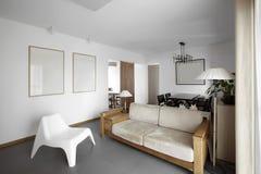 干净和典雅的家庭内部。 库存图片