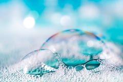 蓝色肥皂泡 免版税库存图片
