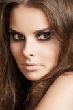 干净的化妆用品方式做妇女的皮肤 免版税库存图片