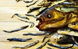 干和抽烟的鱼 免版税库存照片