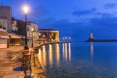 干尼亚州老威尼斯式港克利特的在晚上 库存照片