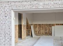 干式墙,砖和泥建筑 库存照片