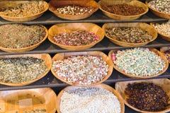 干果和软心豆粒糖销售  免版税库存图片