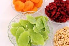 干果子和杏仁-犹太人的假日Tu Bishvat的标志 免版税库存照片