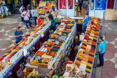 干果子在绿色义卖市场,阿尔玛蒂的待售 免版税库存图片
