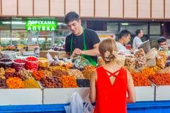 干果子在绿色义卖市场,阿尔玛蒂的待售 库存照片