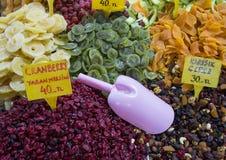 干果子待售在街市,伊斯坦布尔上 免版税库存图片
