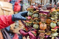 干柑橘诗歌选装饰选择在市场上的 免版税库存照片