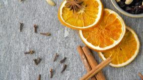 干橙色切片、茴香、桂香和香料 股票录像