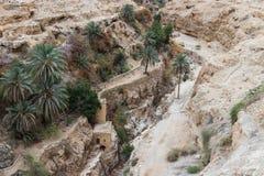 干河床近到圣乔治Hosevit在旱谷Kelt的3月Jaris修道院在Mitzpe Yeriho附近在以色列 库存图片