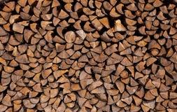 干燥切好的木柴日志背景  免版税库存图片