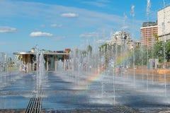 干燥喷泉和彩虹 免版税库存照片