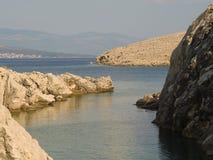 干燥岩石和峭壁在克罗地亚海岸 库存图片