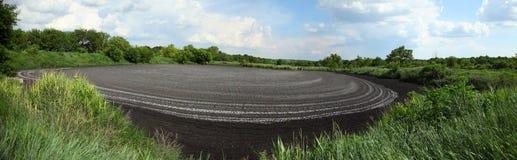 干燥排汇物到肥料里 干燥污水的湖 排泄粪 与污水的化粪池 免版税库存图片